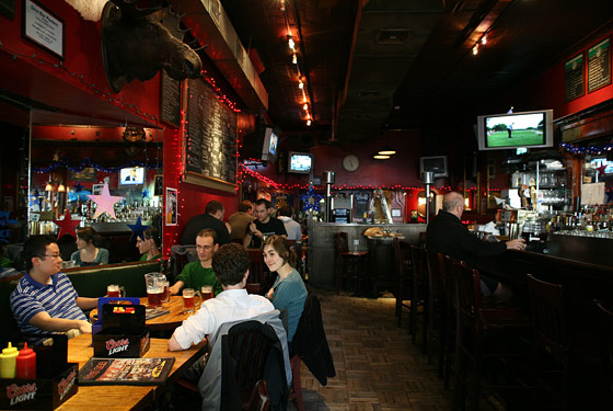 Dive bar drink nyc the best happy hours drinks bars for Bar dive