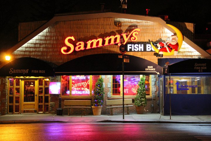 sammy 39 s fish box drink nyc the best happy hours