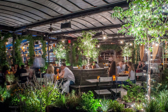 Gallow green drink nyc the best happy hours drinks bars in new york city for Summer garden and bar
